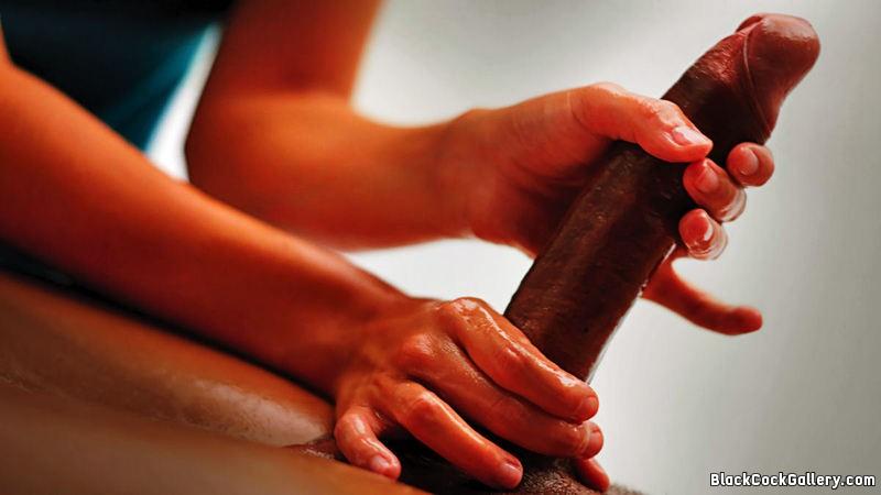 Интимный массаж пениса негру